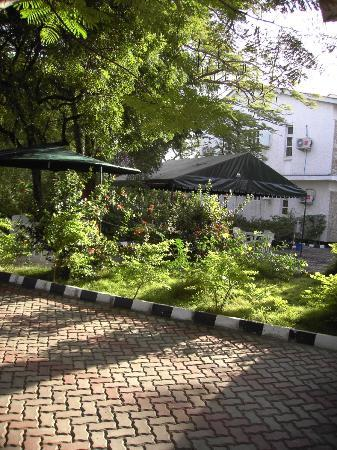 The Nelly's Inn: Outdoor Eating Area and Rooms