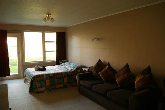 Mount Cook View Motel: Bedroom 1