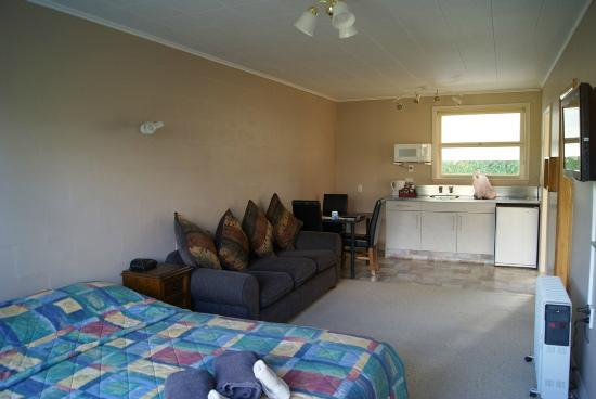 Mount Cook View Motel: Living Room