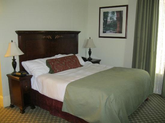 Hotel Diamond: Large comfortable bed