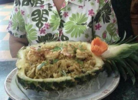 Noot's Thai Kitchen: Pineapple Fried Rice
