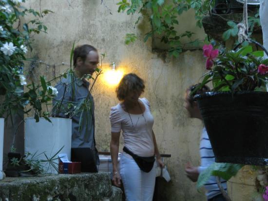 Polyphemus Restaurant: Monica bei Lagebesprechung