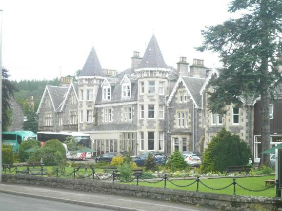 The Craiglynne Hotel: ...surrounded by pretty gardens