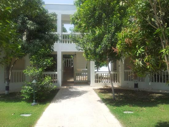 Al Nahda Resort & Spa: Villa entrance - base rooms