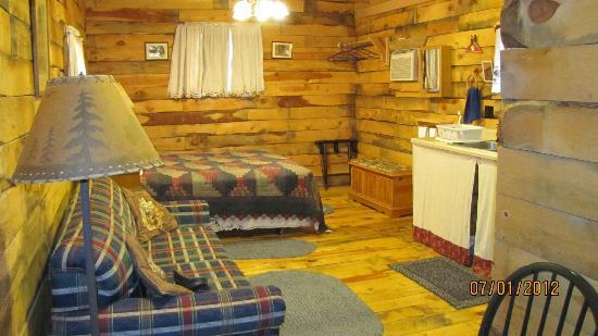 Double D B&B Cabins: Inside our cabin