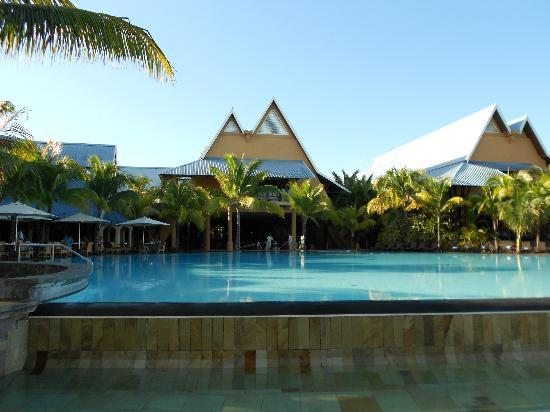 Victoria Beachcomber Resort & Spa: The Le Victoria from the pool