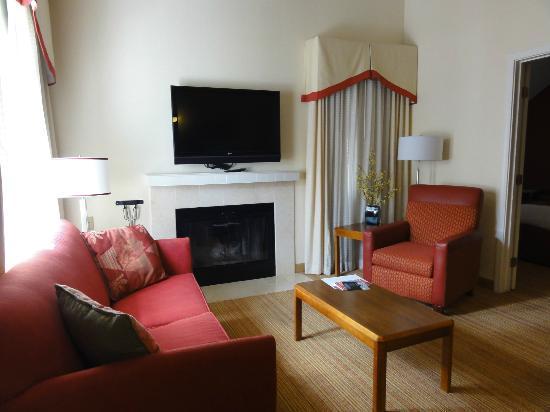 Residence Inn Anaheim Placentia/Fullerton: living room