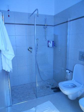 Hotel Oceanomare: grandissima doccia!