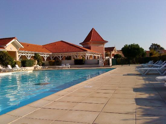 Résidence Goélia Le Cordouan : vue piscine et réception résidence
