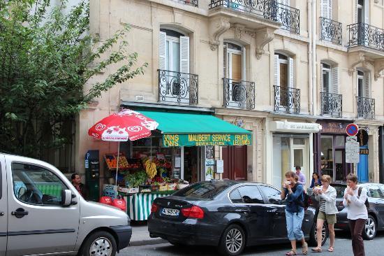 Hotel des Carmes: On rue des Carmes