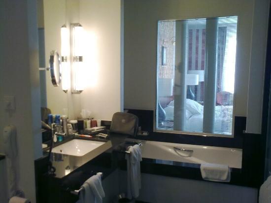 salle de bain douche + baignoire - Photo de Hotel Dukes ...
