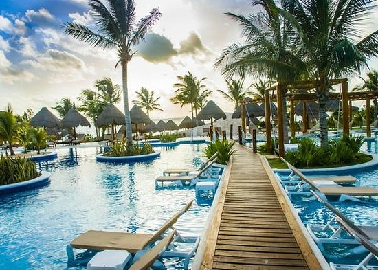 Excellence Playa Mujeres: Walkway through a main pool