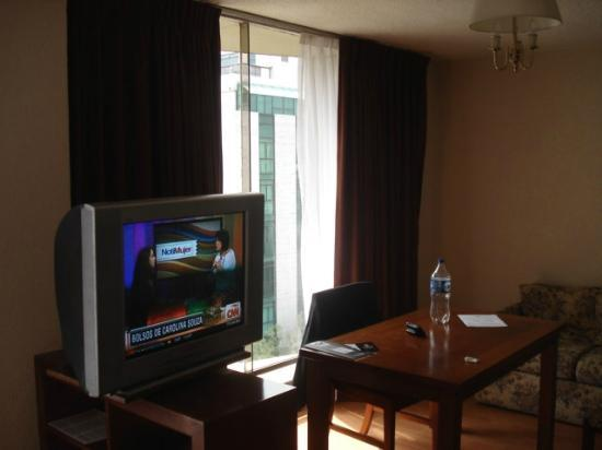 Exe Suites San Marino: TV and Desktop