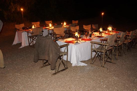 Simbambili Game Lodge: supper in a dry river bed, what a treat