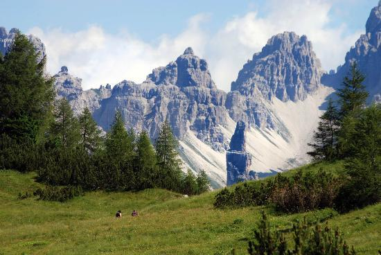 Parco Regionale delle Dolomiti Friulane : L'inconfondibile guglia del Campanile da Forcella Savalons.