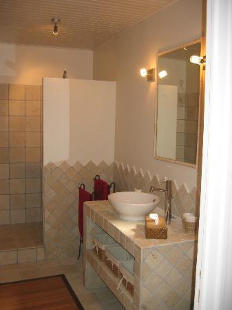 Lou Soleou : salle de bains avec douche
