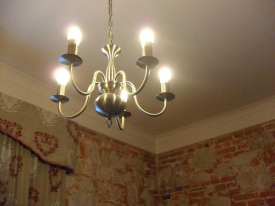 Hotel Kosciuszko: The room's chandelier
