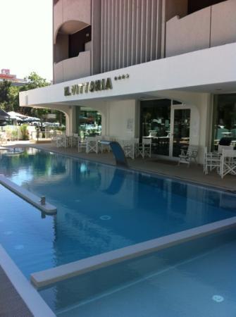 Hotel Vittoria: nuova piscina