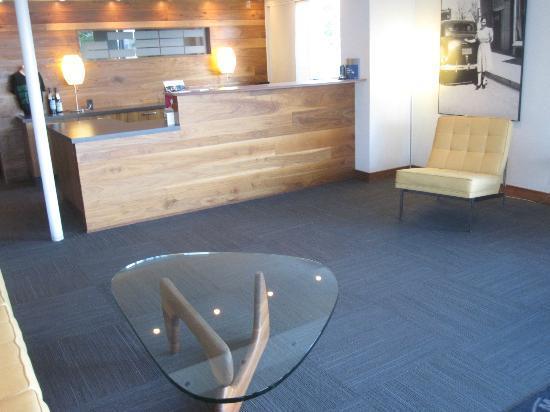 The Modern Hotel and Bar : The lobby