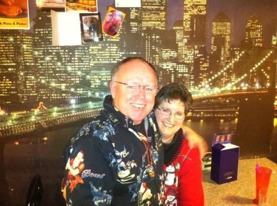 Zookeeper Bistro: pz-zaman & salad queen at Joes New York Pizza