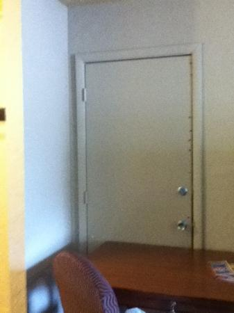 Super 8 Atlanta Airport West: door to adjoining room supported by desk!