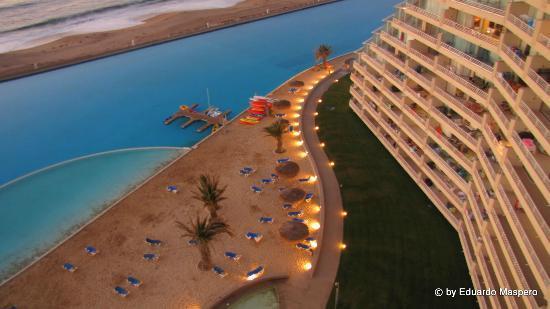 San Alfonso del Mar: La Pileta y playa frente del depto