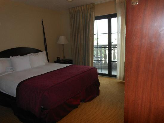 Embassy Suites by Hilton Orlando Downtown: Bedroom w/King bed