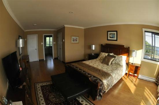 The Inn at Happy Adventure: Upper Cove suite