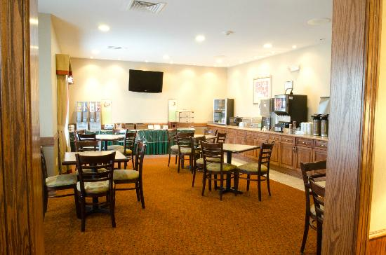 Country Inn & Suites By Carlson, Chattanooga North at Highway 153: Breakfast Dining