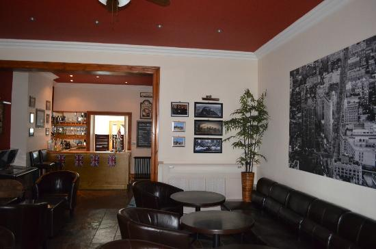 Oaktree Lodge: The drawing room, looking back at the bar