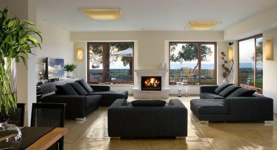 Moshav Liman Estate: living room