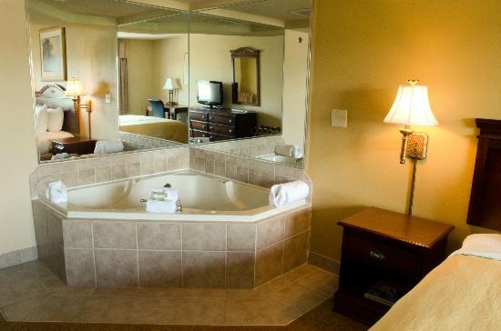 Country Inn & Suites By Carlson, Chattanooga North at Highway 153: Jacuzzi Suite