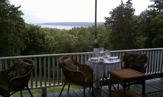 Renwick Clifton House: breakfast overlooking the Hudson River