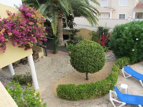 Hotel Montemar: terraza para desayunos, junto a la piscina