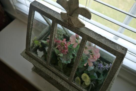 Rosemont Manor: Details