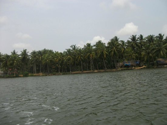 ‪Biyyam Kayal Backwater‬