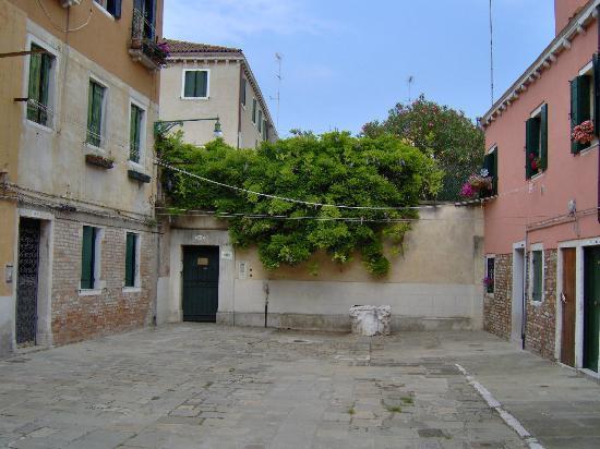 Locanda Sant'Anna : The entrance from Corte Bianco