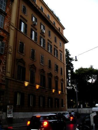 Brasile Hotel: View from the street
