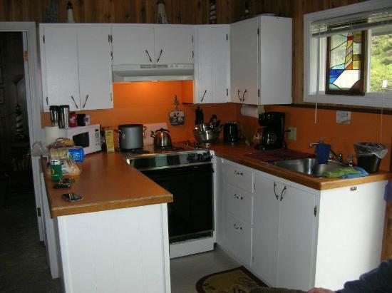 Moolack Shores Motel: Terrific little kitchen