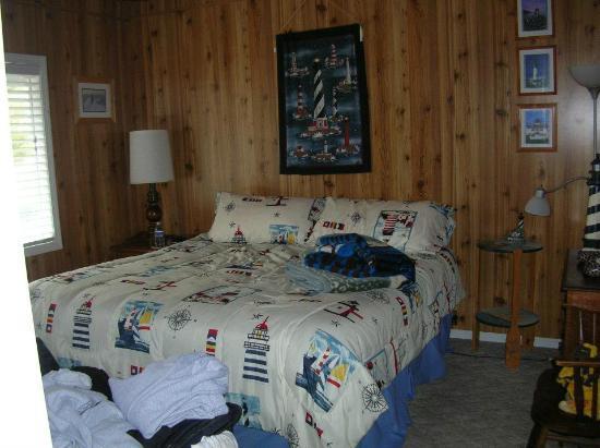 Moolack Shores Motel: Super comfy king-size bed!