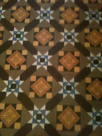 Ty Mawr Hotel: Tile floors.