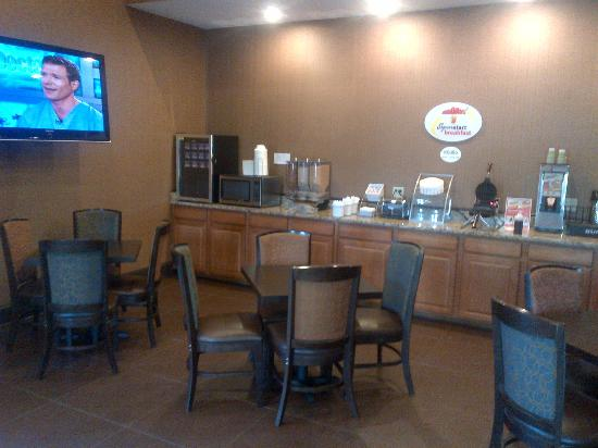 Super 8 Daleville: breakfast area