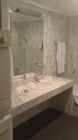 Sercotel Apartamentos Mendebaldea: Lavabo