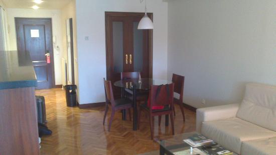Sercotel Apartaments Mendebaldea: Salón-Comedor