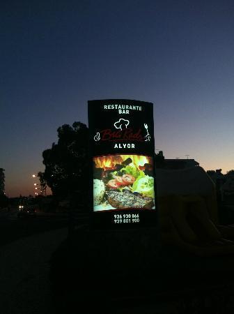 Big Reds Steakhouse: Signage