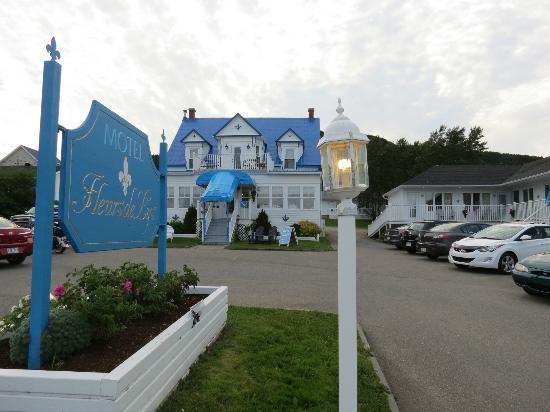 Hotel Motel Fleur de Lys: Vue de l'hôtel