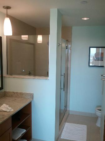 Hyatt House Salt Lake City/Sandy: Large bathroom
