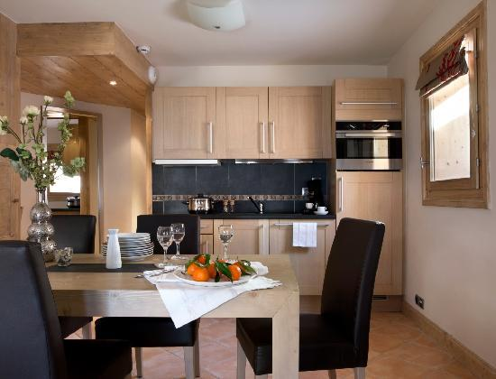 https://media-cdn.tripadvisor.com/media/photo-s/02/a2/c9/97/l-interieur-d-un-appartement.jpg
