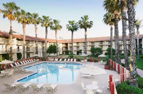 DoubleTree By Hilton Bakersfield Pool View