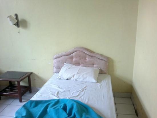 โรงแรมฮุสวาห์ทรานซิท: Cama.